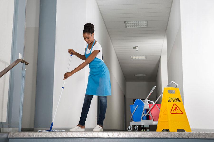 Gebäudereinigung innen – Reinigen/Wischen der Fußböden